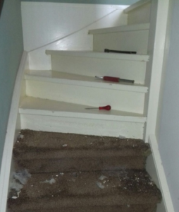 tapijt verwijderen van trap